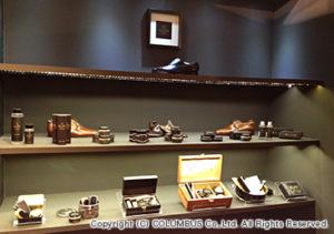 ブース内には、セット物を豊富に展示。