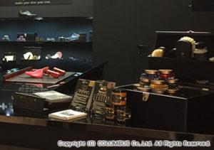 カウンターの上には、新製品の「Artist Palette」と「Collections」を展示。